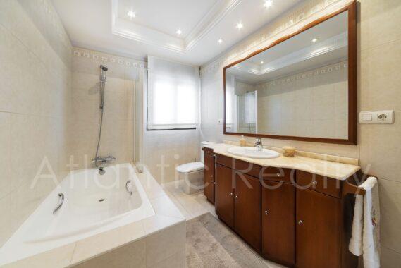 AMEZTI 42B – Baño Dormitorio principal – 01